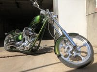 Grüne Big Dog K9 Motorcycle Highnecker Chopper