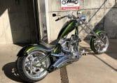 Grüne Big Dog K9 Motorcycle Highnecker Chopper