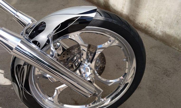 Big Dog K9 Silber-schwarz Flammen 300-Reifen