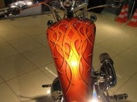 orange Big Dog Pitbull 2008 mit 3 D Flammen Airbrush
