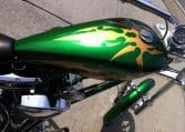 Grün-goldene Big Dog Motorcycles K9 Custom Chopper