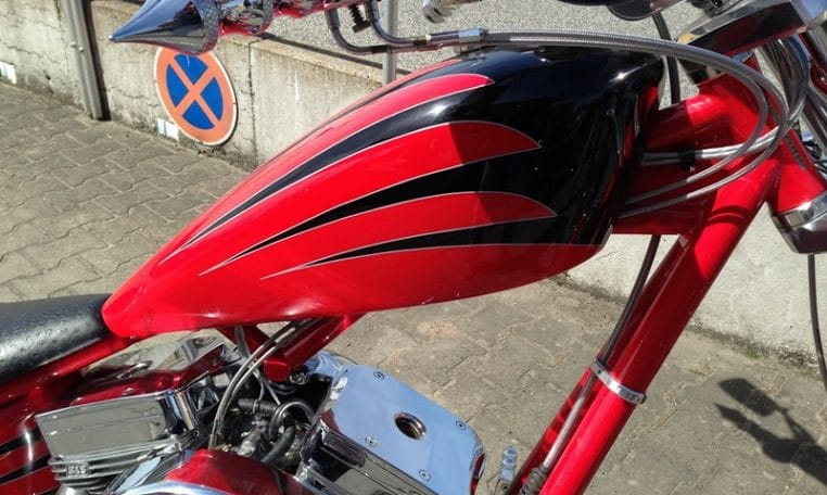 Big Dog K9 rot-schwarz indianisch Custom Chopper