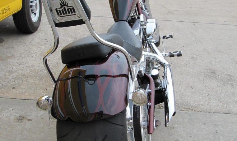 Schwarz-rote Big Dog K9 Chopper 300 Reifen