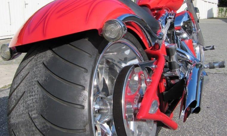Big Dog Motorcycles Bulldog rotmetallic 300 Reifen