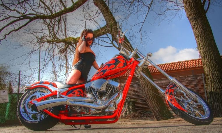 Big Dog K9 Flames orange-schwarz 300 Custom Chopper